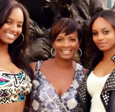 Vanessa Bell Calloway with her daughters