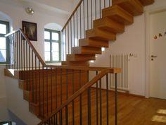 Podesttreppe mit geschlossenem Antritt
