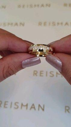 Classic Wedding Rings, Wedding Ring Styles, Wedding Rings Simple, Beautiful Wedding Rings, Wedding Ring Designs, Gold Wedding Rings, Diamond Wedding Bands, Pretty Engagement Rings, Engagement Rings Couple