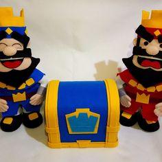 Baú Clash Royale Medida: 25cm Não acompanha os bonecos Clash Royale, que estão disponíveis em outro anúncio em nossa loja. Clash Of Clans, Games, Party, Felt Dolls, Characters, Ideas, Male Birthday, Theme Parties, Unicorn