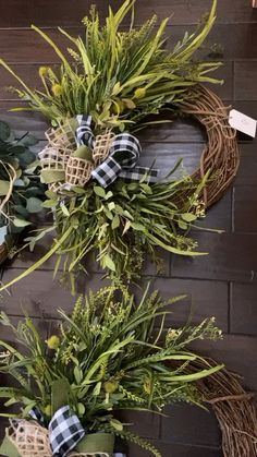 Our greenery wreaths add texture and contrast with a neutral style. Greenery wreaths can be used all year long and work with many decor styles. Diy Fall Wreath, Wreath Crafts, Summer Wreath, Holiday Wreaths, White Wreath, Couronne Diy, Greenery Wreath, Boxwood Wreath, Grapevine Wreath
