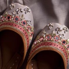 Support comfort in Dazzle juttis! Uniquely handcrafted by Pakistan's finest artisans, Dazzle juttis emanates luxury and traditional mysticism. Bridal Sandals, Bridal Shoes, Wedding Shoes, Indian Shoes, Beautiful Shoes, Shoe Collection, Designer Shoes, Fashion Shoes, Big Toe