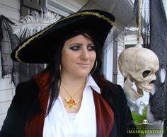 Maquillage et costume d'Halloween d'une corsère