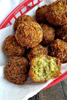 Gluten Free Falafel: Vegetarian Chickpea Balls - MI Gluten Free Gal Shared restaurant fryers have you missing out on fried Mediterranean food? This easy, simple gluten free falafel recipe will change your woes to wins! Gluten Free Vegetarian Recipes, Paleo Vegan, Gluten Free Diet, Gourmet Recipes, Cooking Recipes, Healthy Recipes, Budget Recipes, Falafels, Mediterranean Recipes