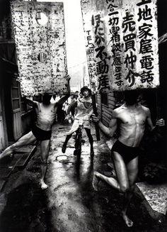 Kazuo Ohno, Tatsumi Hijikata and Yoshito Ohno in the street of Shimbashi, Tokyo, 1960. Photo: William Klein