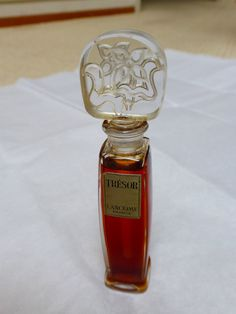 Vtg Lancome Tresor Perfume Bottle w Perfume Made in France Very RARE Tresor Lancome, Tresor Perfume, Perfume Making, Seahorses, Dolphins, Fragrances, Greece, Perfume Bottles, Scene