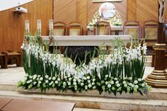 altar decor Easter Flower Arrangements, Tropical Floral Arrangements, Funeral Flower Arrangements, Church Wedding Flowers, Funeral Flowers, Wedding Altar Decorations, Flower Decorations, Deco Floral, Arte Floral