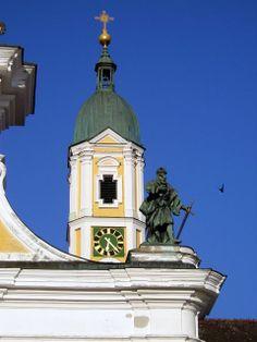 Petrusfigur an der Fassade der Klosterkirche Ochsenhausen