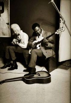 Johnny Winter and BB King playing guitar and bass backstage at ''The Scene'', a club in upstate New York Steve Schapiro. Jazz Blues, Blues Music, Music Icon, My Music, Music Stuff, Bb King, Blues Artists, Blues Rock, Cool Guitar