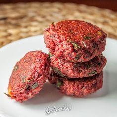 kotlety-buraczano-jaglane-weganskie-zdrowe-1 Vegan Foods, Vegan Desserts, Raw Food Recipes, Vegetarian Recipes, Cooking Recipes, Healthy Recipes, Slow Food, My Favorite Food, Food Porn