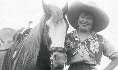 The Sad Fate Of Legendary Cowgirl Prairie Rose Henderson - COWGIRL Magazine When Prairie Rose Henderson demanded she ride back in August the cowpunching judges went into a huddle and decided there was no law against it. Vintage Signs, Vintage Photos, Vintage Cowgirl, Cowboy Up, Cowboys And Indians, Horse Drawn, Mountain Man, Women In History, Old West