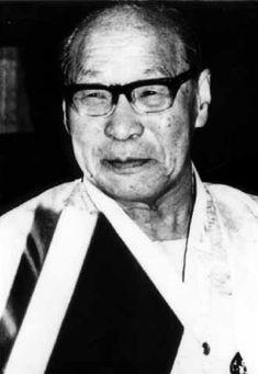 친일사학자 신석호. 일제 때는 일본에, 해방 후에는 이승만~박정희 정권에 붙어 천수를 누린다.