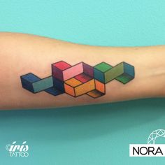 Colores #geometrictattoo #color #armtattoo #tattoo #tatuaje #geometria #color #tattoos #iristattoo #palermo #buenosaires #argentina