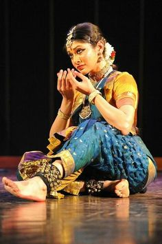 bharatanatyam performance by dakshina vaidyanathan Folk Dance, Dance Art, Ballet Dance, Dance Themes, Shiva, Krishna, Indian Classical Dance, Exotic Dance, India Art