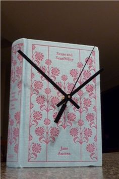 DIY Book Clock!! I love this idea! think I'll make one for my youngest chick...