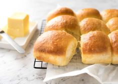 Soft no knead dinner rolls on a rack, fresh out of the oven, ready to be eaten. Fluffy Dinner Rolls, Homemade Dinner Rolls, Dinner Rolls Recipe, Yeast Rolls, Bread Rolls, Quick Recipe Videos, Recipetin Eats, No Knead Bread, Island Food