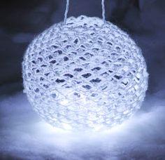Ristiin rastiin: Valopallo jouluksi Knit Crochet, Crochet Blogs, Snowflakes, Christmas Bulbs, Candles, Led, Lights, Knitting, Holiday Decor