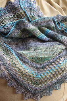 ... is ready!  Eu adoro trabalhar com lã Noro e esta é sem dúvida a minha cor preferida!