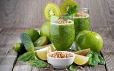 There are so many variations to prepare smoothies. You can use almost all fruits or vegetables.In this green smoothie recipes article we are giving you the ingredients of smoothies. They are for weight loss and detox, full organic and easy. Healthy Prawn Recipes, Healthy Food List, Healthy Eating For Kids, Kids Diet, Clean Eating Snacks, Healthy Drinks, Breakfast Smoothie Recipes, Fruit Smoothie Recipes, Apple Smoothies
