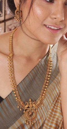 Gold jewelry Necklace Outfit - Gold jewelry Videos Pakistani - - Gold jewelry Indian With Weight - Rose Gold jewelry Cheap Gold Jewelry Simple, Simple Necklace, Necklace Set, Necklace Ideas, Gemstone Necklace, Beaded Necklace, Logo Chanel, Mode Simple, Gold Jewellery Design