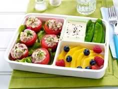 Office snacks for delicious breaks - Sommersalate to go - Healty Snacks Lunch Box Recipes, Lunch Snacks, Office Snacks, Quick Healthy Meals, Healthy Snacks, Healthy Recipes, Couscous, Essen To Go, Breakfast Drinks Healthy