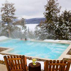 El clima puede estar frío, pero con esta piscina es mejor estar en el agua! #LoveYourSwim