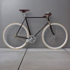 Nice color scheme for Fixed Gear... lauterwassers handlebars, miche seatpost and nice wheels