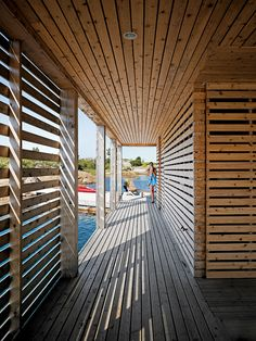 Slatted outdoor corridors in cedar allow the residents of this Ontario lake house to walk through the house and across the cove without going inside. Photo by Raimund Koch. Photo by Raimund Koch. This originally appeared in Floating House, Lake Huron. Creative Architecture, Contemporary Architecture, Amazing Architecture, Mos Architects, Cincinnati, Boat Shed, Haus Am See, Floating House, Wood Patio