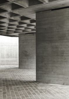 [concrete pillars National Theatre by Denys Lasdun South Bank Centre London]^ A space where we can take a few photos. British Architecture, Concrete Architecture, London Architecture, Concrete Building, Space Architecture, Architecture Details, Architecture Awards, Building Photography, London Photography