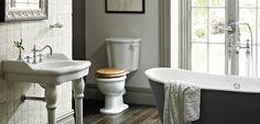Salle de bains retro avec une baignoire à l'ancienne