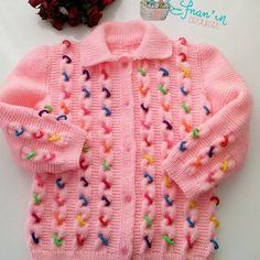 Lastikli Bebek Hırkası Yapılışı Baby cardigan made with colorful tires. In the braid model of the baby cardigan made with colored tires compressed between the braids. Baby Cardigan, Cardigan Bebe, Baby Pullover, Knit Cardigan, Motif Bikini Crochet, Crochet Bikini Pattern, Knit Crochet, Knitted Baby Clothes, Knitted Baby Blankets
