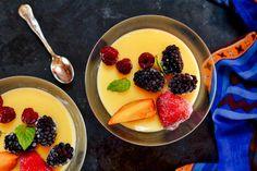 Keto Vanilla Pudding Recipes An easy keto-friendly and sugar free dessert. Sugar Free Vanilla Pudding, Vanilla Pudding Recipes, Keto Pudding, Sugar Free Treats, Sugar Free Recipes, Low Carb Desserts, Low Carb Recipes, Gluten Free Sweets, Healthy Sweets