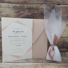Dream Wedding, Wedding Day, Wedding Favor Bags, Wedding Invitation Design, Diy And Crafts, Wedding Flowers, Wedding Planning, Marriage, Weddings