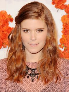 Kate Mara with light pink lipstick, a deep part, beachy waves and clipped back bangs Bright Copper Hair, Copper Red Hair, Kate Mara, Hair Colours 2014, Red Hair Celebrities, Female Celebrities, Red Hair Brown Eyes, Red Hair Inspiration, Hair Tuck