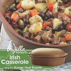 Pot Roast, Casserole, Pottery, Ethnic Recipes, Food, Carne Asada, Ceramica, Roast Beef, Casseroles