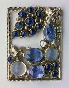 Dorrie Nossiter. Arts and Crafts clip brooch, c. 1930. Silver, sapphire and moonstone, c. 1930