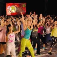"""Специален клас на открито по Зумба ще се състои утре - 26 септември (четвъртък) от 19:00 часа на площад """"Стефан Стамболов""""."""