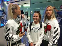 Lisa and Lena with a fan at the airport