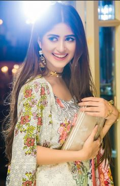 The 24 years old actress can fit herself into any role, that makes her a versatile girl. Sajal Ali Biography is the proof how career oriented she is. Stylish Girls Photos, Stylish Girl Pic, Girl Photos, Sajal Ali, Pakistani Girl, Pakistani Actress, Pakistani Models, Senior Girl Poses, Girl Photography Poses