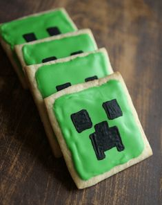 Great Ideas for a Minecraft Birthday Party! Fantastic ideas for hosting a Minecraft birthday party at home! This post includes free printable Minecraft party invitations, ideas for Minecraft party games and snacks, and Minecraft party thank you notes! Memes Minecraft, Craft Minecraft, Bolo Minecraft, Minecraft Party Games, Ideas Minecraft, Minecraft Houses, Minecraft Skins, Diy Minecraft Birthday Party, Decorated Cookies