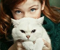 Discover and share the most beautiful images from around the world Human Photography, Animal Photography, Portrait Photography, Baby Animals, Cute Animals, Scared Cat, Cat Pose, Pictures Of People, Cat Facts