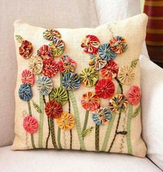 Delightful use of yo-yo posies (to make using fabric scraps) . Now I know what to do with all of those yoyo's I have been making over the years. FREE PROJECT: Yo-Yo Posies Pillow (from Quilt-it. ~ Yo-Yo Pillow w/ Applique ~ perfect use for old yo yos in m Sewing Pillows, Diy Pillows, Decorative Pillows, Applique Cushions, Fabric Art, Fabric Crafts, Sewing Crafts, Quilting Projects, Sewing Projects