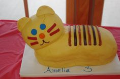 Daniel Tiger Cake for Daniel Tiger's Neighborhood party