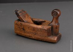 1793 Dated Dutch Carved Plane - EXCALIBUR 14 Buy Tools, Woodworking Planes, Antique Tools, Mortar And Pestle, Dutch, How To Look Better, Carving, Iron, Antiques