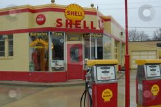 Old Shell Gas Station - reminds me of my Dads and uncles station in London, Ontario Old Gas Pumps, Vintage Gas Pumps, Vintage Ads, Rat Rods, Shell Oil Company, Royal Dutch, Shell Gas Station, American Gas, Pompe A Essence