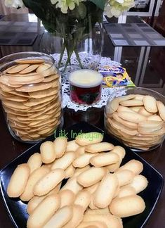 Lidah Kucing Original by Lilik Indrayani Crispy Cookies, Biscotti Cookies, Cake Cookies, Cookie Desserts, Cookie Recipes, Chinese New Year Cookies, Pretzel Bites, Baking Recipes, Food And Drink