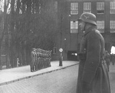 1941. An inspection carried out by a unit of the Ordnungspolizei, also known as the Grüne Polizei, who were quartered at the Valerius Lyceum in Amsterdam. Many schools in Amsterdam were wholly or partly requisitioned by the German occupying forces. In this Lyceum lessons carry on as normal. #amsterdam #worldwar2
