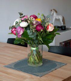 Jarní kytice, ubrus Anemone od designérky Dory Jung http://www.terve.cz/cs/ubrusy/585-ubrus-anemone-35x35cm-sedomodry-6417695492418.html