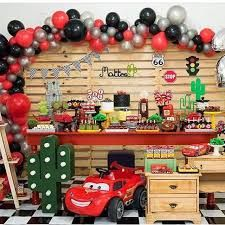 I like the garland ballon Car Themed Parties, Cars Birthday Parties, Auto Party, 1st Birthday Boy Themes, 3rd Birthday, Festa Hot Wheels, Disney Cars Party, Race Car Party, Car Themes