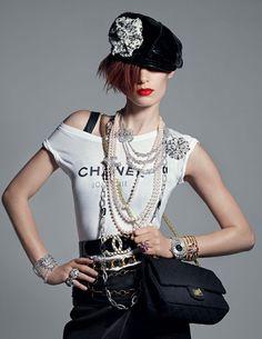 Joaillerie: Les perles dans Vogue Paris exposition Victoria & Albert Museum…